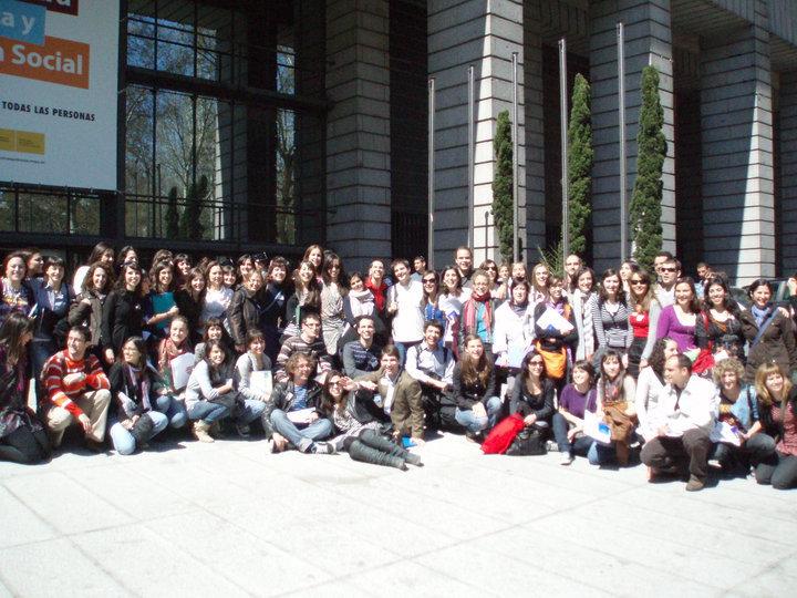 En Madrid, el día que elegí la plaza. Puedes jugar a encontrarme, como a Wally