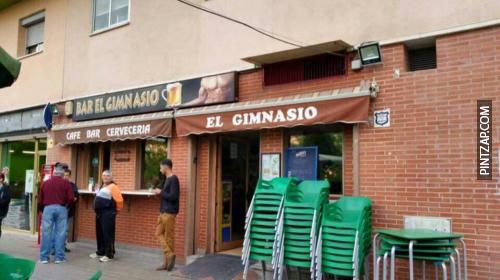 """Este es un buen momento para enseñaros el bar """"El gimnasio"""", que está aquí en Granada."""